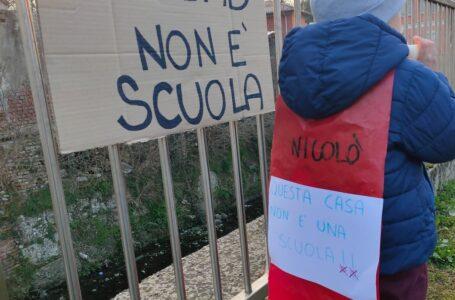 """A Cusano protestano i genitori delle materne, """"no alla Dad"""""""