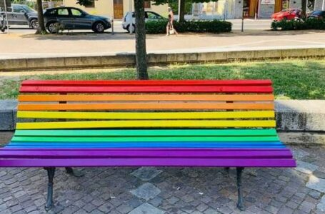 Destra in cortocircuito sulla panchina arcobaleno. Salta il capogruppo leghista