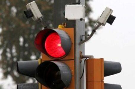 Proteste per il semaforo-trappola.  Multe per 300 mila euro in due mesi