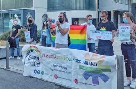 In molti al sit-in contro l'omofobia. La Cinisello dei diritti si fa sentire
